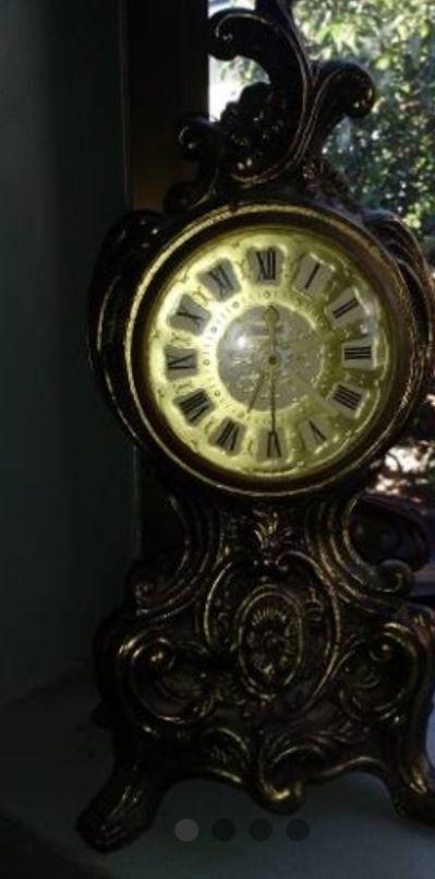 Reloj 1962 electrónico de bronce trabaja muy bien