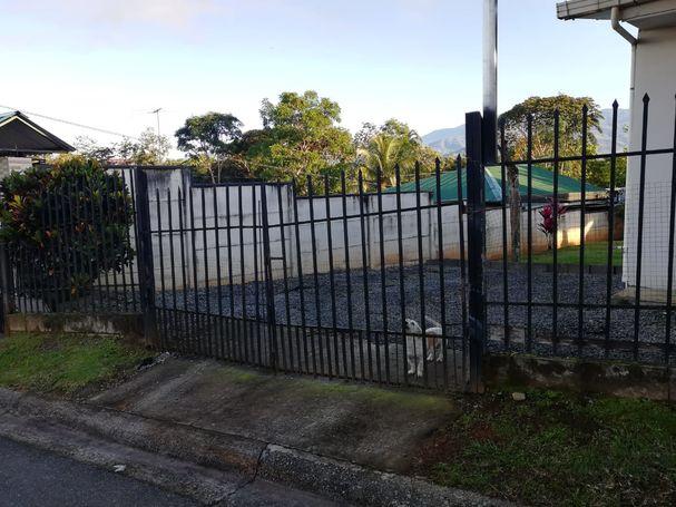 Se vende casa con lote en Perez Zeledón