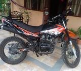 Motocicleta Um 200