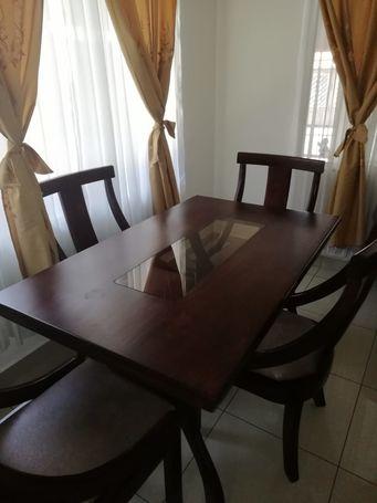 Mesa comedor - 4 sillas: Como Nueva!!!